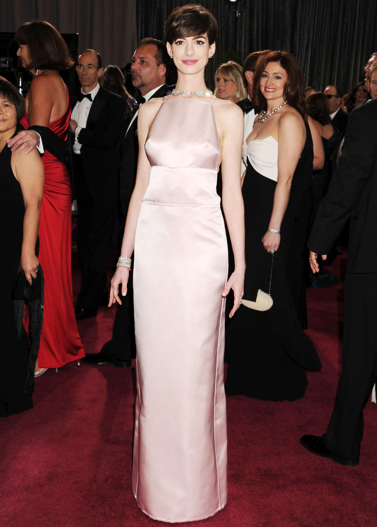 Anne Hathaway Oscars Outfit 2013.jpg