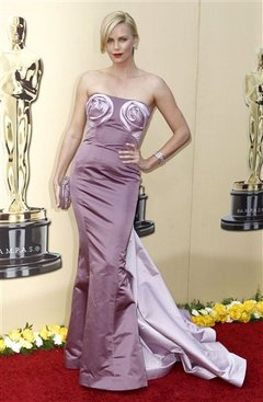 Charlize Theron Outfit 2010.jpg