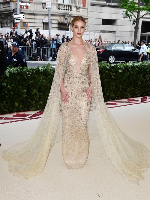 Heavenly-Bodies-Fashion-The-Catholic-Imagination-Costume-Institute-Gala.jpg