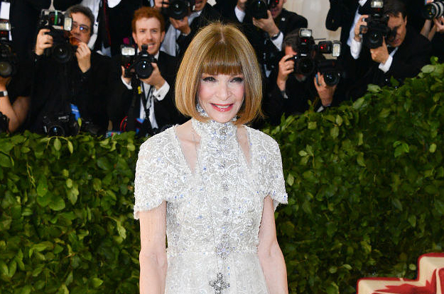 1525736322_anna-wintour-couldnt-stop-smiling-on-the-met-gala-red-carpet.jpg