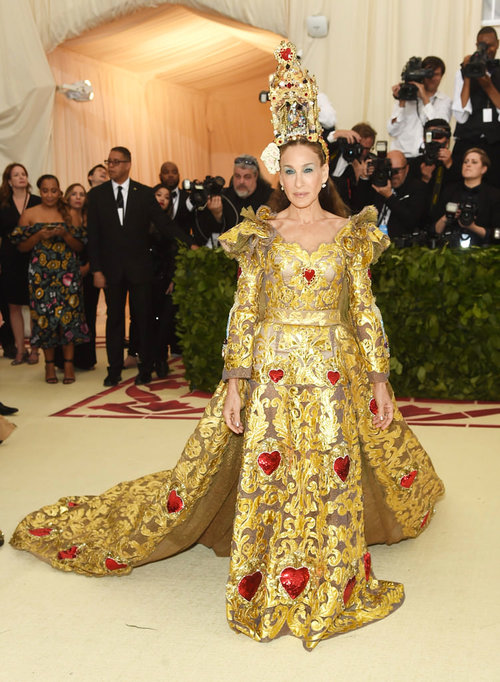 Sarah-Jessica-Parker-Met-Gala-2018-Red-Carpet-Fashion-Dolce-Gabbana-Alta-Moda-Couture-Tom-Lorenzo-Site-1.jpg