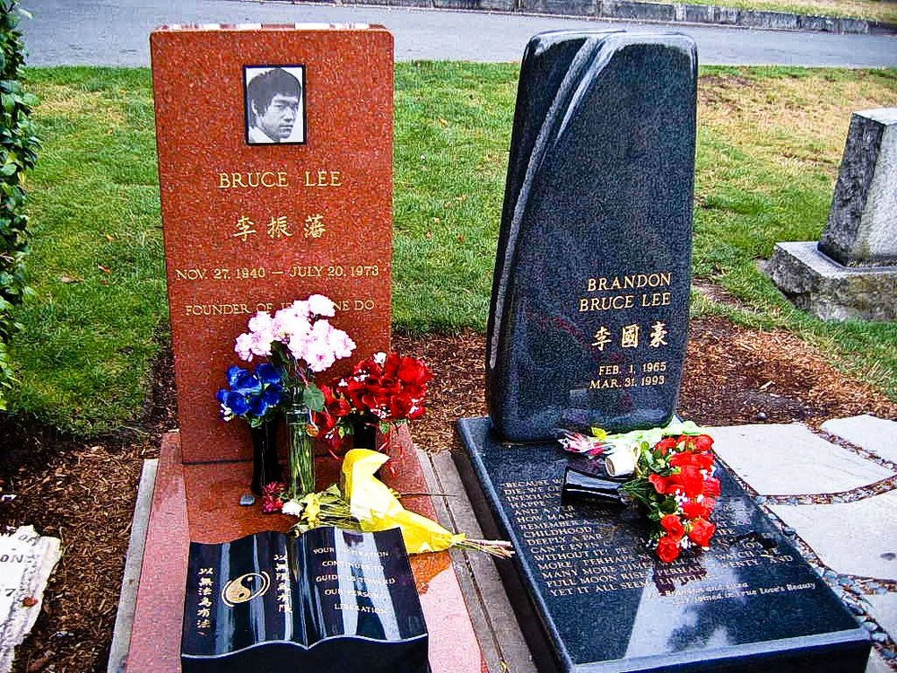 Bruce_Lee_Grave_Site_Seattle.jpg