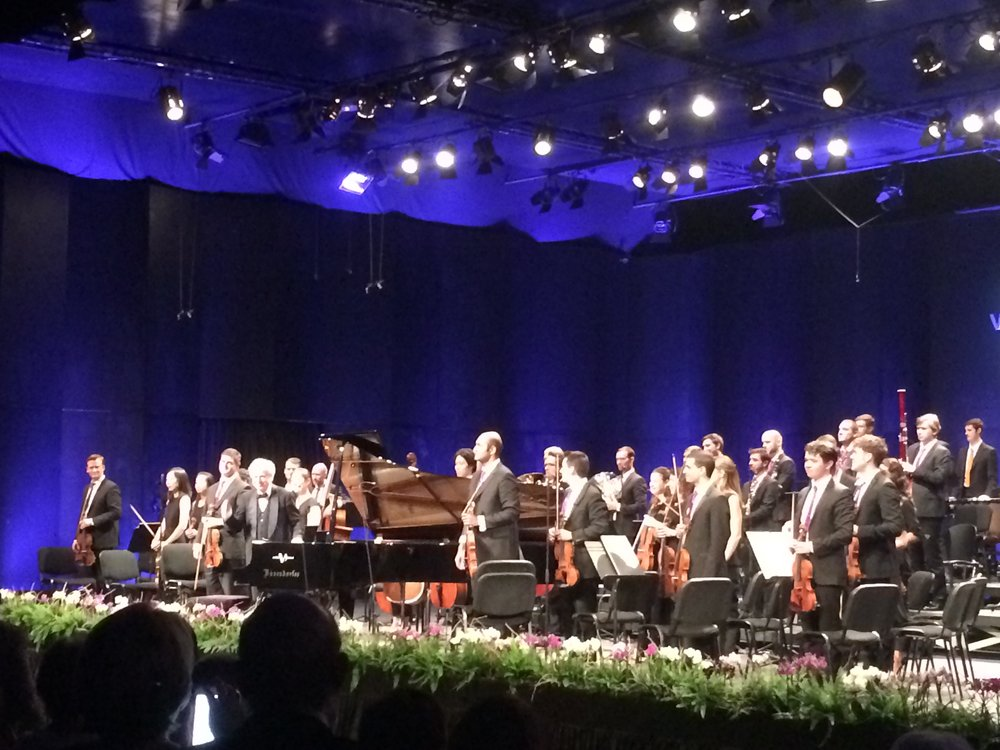 Pianist András Schiff takes a bow