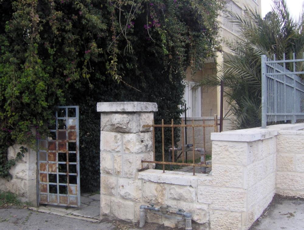 Entry House.JPG