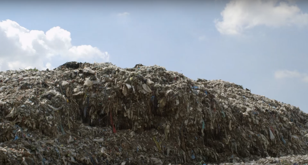 80 milliards de nouveaux vêtements - C'est ce qui est consommé à chaque année. C'est 4 fois plus qu'il y a 20 ans.
