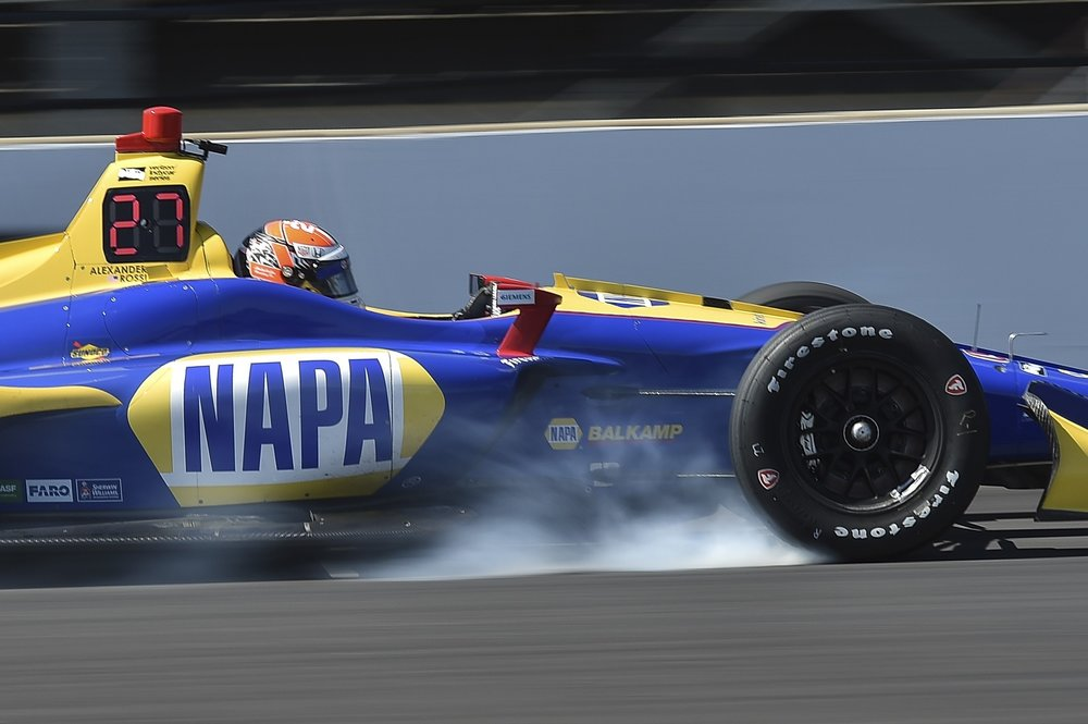 Coming in hot!  Alexander Rossi locks up the breaks during the INDYCAR GRAND PRIX