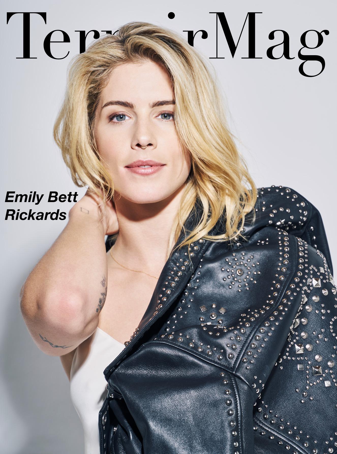 Emily Bett Rickards Nude Photos 86