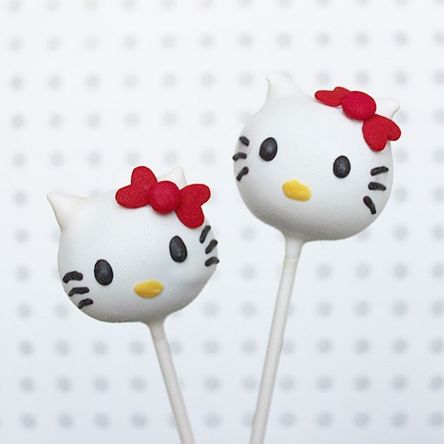 Hello Monday! Hope everyone had time to relax during the long weekend. I know I could've used a couple more days 😅 . . #cakepops #dessert #sweets #foodie #foodporn #dailyfood #cake #cupcake #cute #kawaii #sprinkles #sanrio #hellokitty