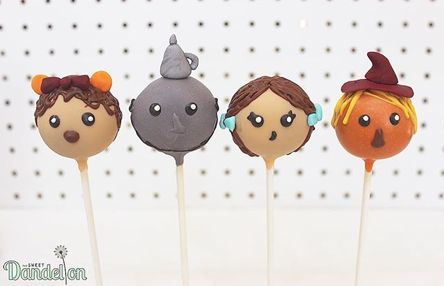 We're off to see the wizard, the wonderful Wizard of Oz! . . #cakepops #dessert #sweets #foodie #foodporn #dailyfood #cake #cupcake #cute #kawaii #sprinkles #wizardofoz #cowardlylion #tinman #scarecrow #dorothy