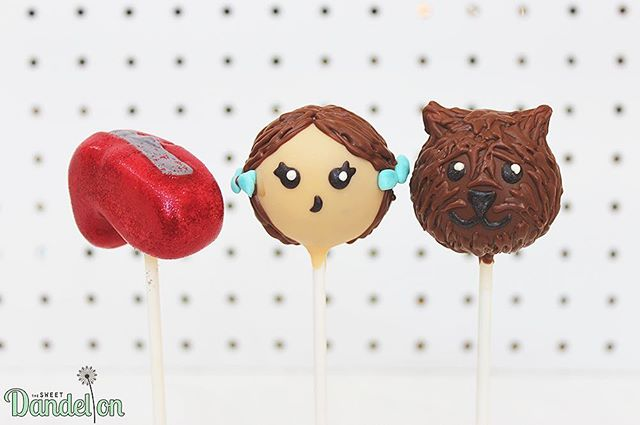 There's no place like home...there's no place like home 👠✨ . . #cakepops #dessert #sweets #foodie #foodporn #dailyfood #cake #cupcake #cute #kawaii #sprinkles #wizardofoz #toto #rubyslippers #dorothy