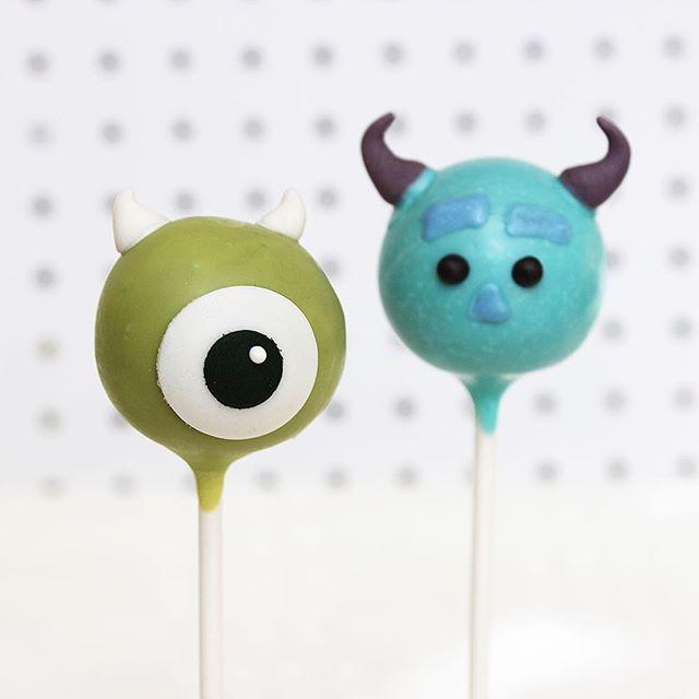 We have a 2319!! 🧦😱 Happy 2319 day! . . #disney #disneyland #disneyworld #waltdisney #cakepops #disneybound #disneygram #disneyig #disneyregram #dessert #sweets #foodie #foodporn #dailyfood #disneyfood #disneyfoodie #cake #cupcake #cute #sprinkles #mikewazowski #jamespsullivan #sully #monstersinc #monstersuniversity #pixar #tsumtsum #2318