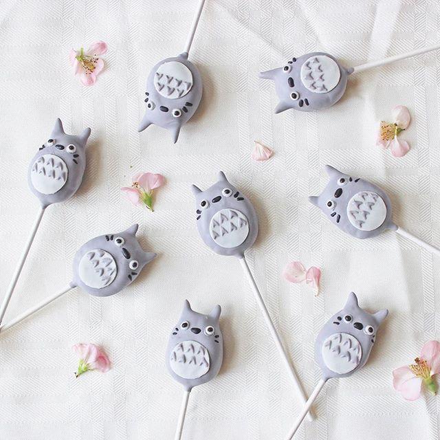 Happy Friday from My Neighbor Totoro ❤️ . . #baking #cakepops #dessert #sweets #foodie #foodporn #foodphotography #instadessert #foodofinstagram #dessertgram #foodstyling #baker #dailyfood #cake #cupcake #cute #kawaii #sprinkles #totoro #myneighbortotoro #studioghibli #flatlay