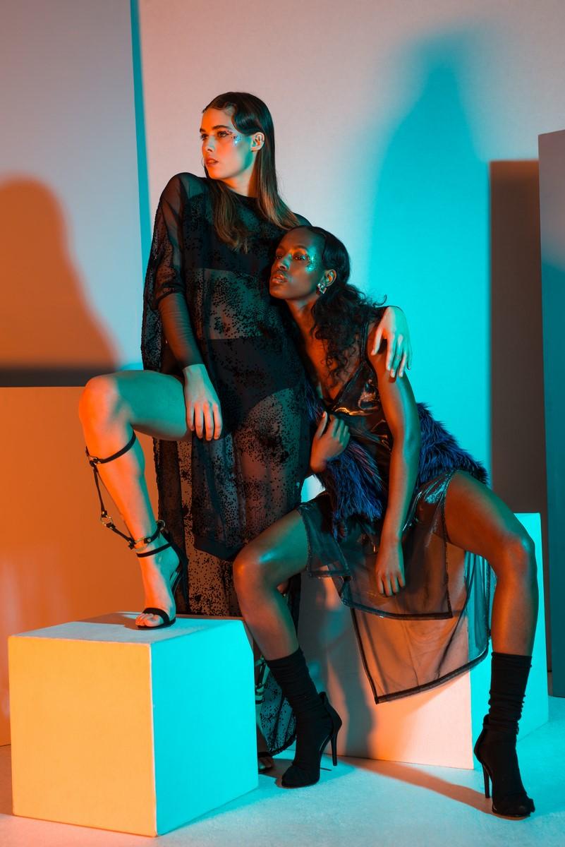 Model left / Johanna S Top: Ambra Fiorenza Berlin Leg Stripes: Therapy Recycle & Exorcise Model Right / Yo Beirao Top: Vintage Scarf: Ambra Fiorenza Berlin Earings: Studio Machine