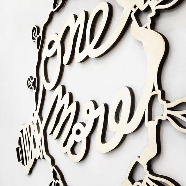 Logo décoratif pour le One More