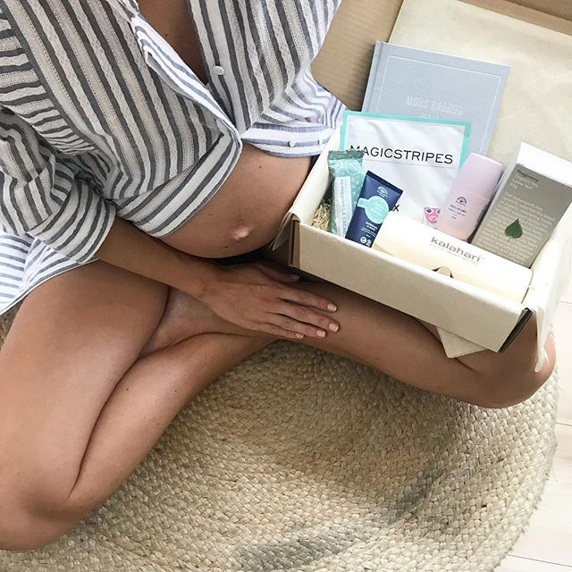 B O X  2 🕊  The lovely pregnancy box for second trimester. You can find products from @rudolphcare, @loveteaofficial, @beautyherodk, @alfabetdyr, @kalaharidanmark and lots more 💛 Link in bio 🌱