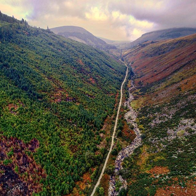 Glenmalure, co. Wicklow on a milky sky, clouds falling sort of day ☘️ • • • • • • • • • • • • • • • • • • #ireland_gram #loveireland #irishpassion #aerialphotography #naturephotography #landscapephotography #landscape_lover #drone #dronephotography #dronestagram #dronepointofview #inspire2 #dji #aerialview #wicklow #travelphotography #travelguide #ireland #potd #valley #naturelovers #landscape_captures
