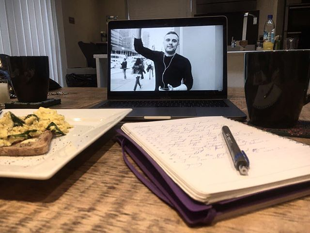 MORNING RITUALS 🙌🏼 No matter how early I'm up, I always put aside half an hour in the morning for breakfast and to get my mind set up for the day. I always have a proper breakfast, I listen to some @garyvee to get me pumped, and lastly, I write down my goals, because manifestation is KEY... I started doing this around a year ago and noticed a big difference in my energy and how much energy I gave my clients in a session 🙌🏼 • • • • #instagood #instadaily #gym #inspo #dailyworkouts #mittwork #powerful #tone #morning #instaboxer #morningmotivation #instaworkout #london #motivator #boxingtraining #empowering #modelworkout #girlpower #boxingsmyhobby #personaltrainer #boxing #boxinglife #lovetobox #love #strongertogether #empowerment