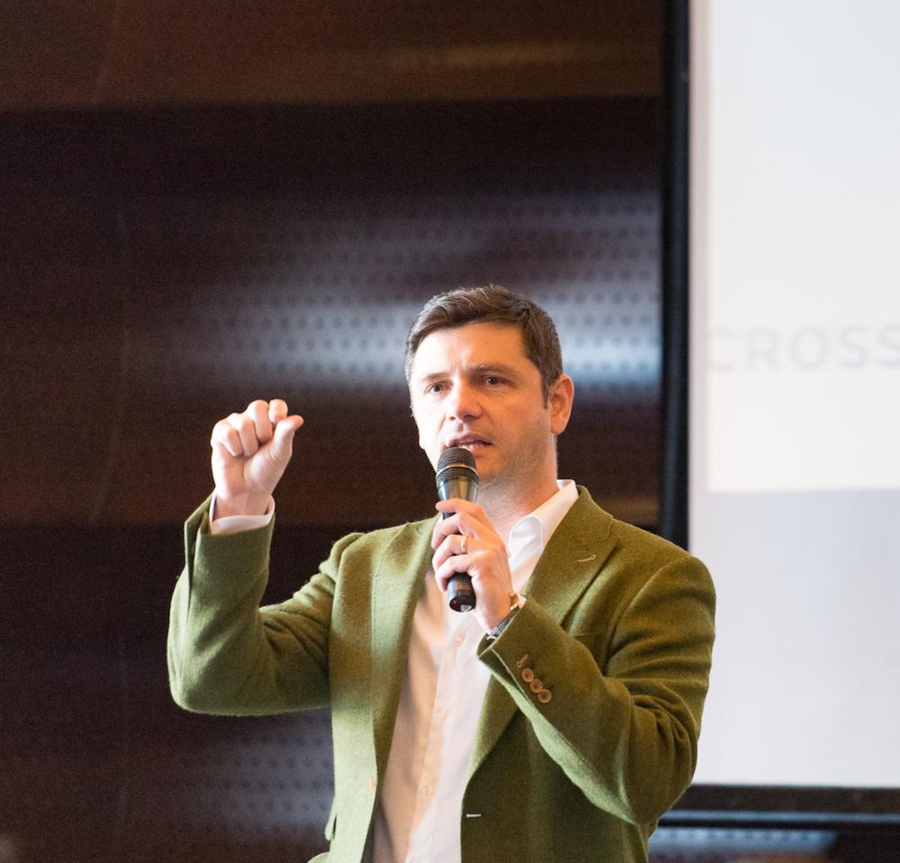 sorin zaveliță - Sorin Zaveliță este Country Manager Crossover România, având o experiență de peste 15 ani în industria IT&C, dobândită prin administrarea de echipe multinaționale de mari dimensiuni, orientate către livrarea de produse și servicii software și proiecte R&D de înaltă complexitate.