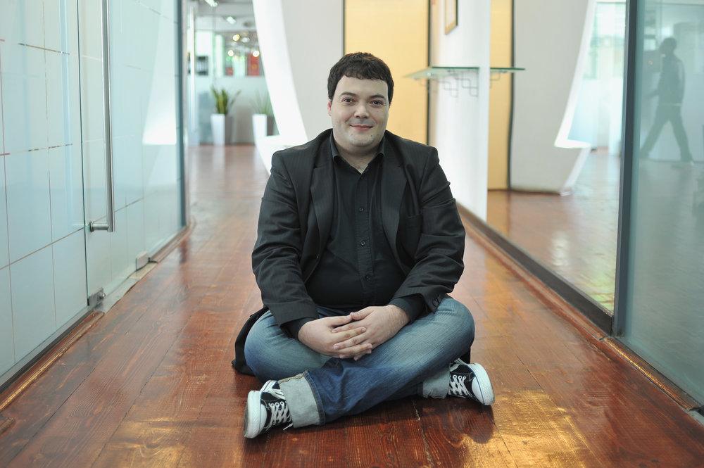 Alex Manoilescu - Cei mai talentaţi oameni se găsesc oriunde în lume, nu doar pe o rază de 10 kilometri în jurul sediului tău social.