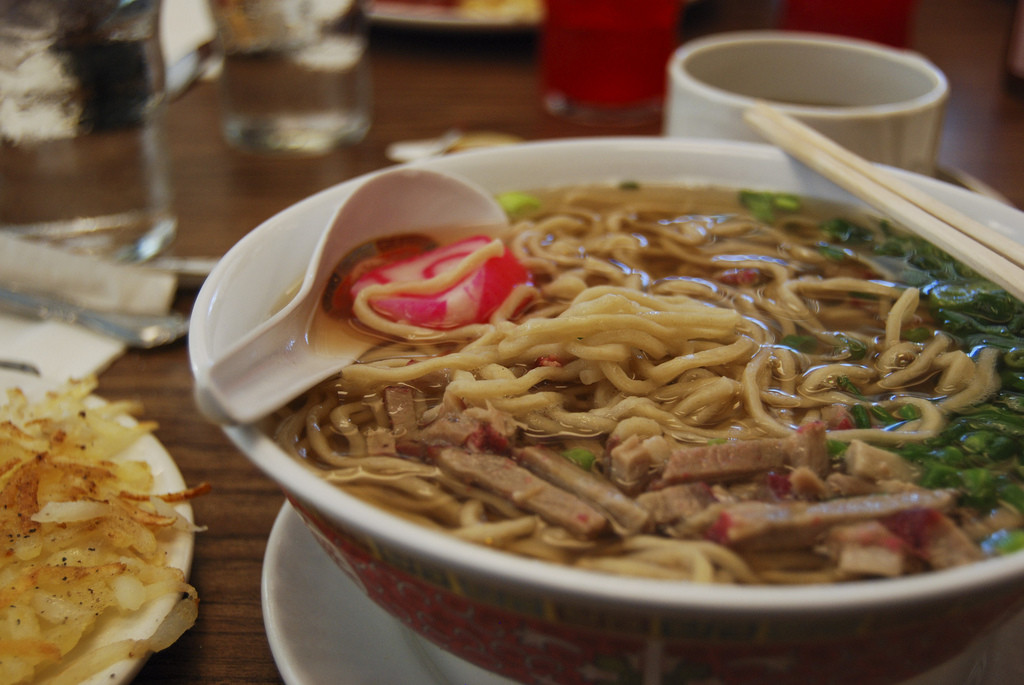 saimin soup is a kind of Hawaiian ramen