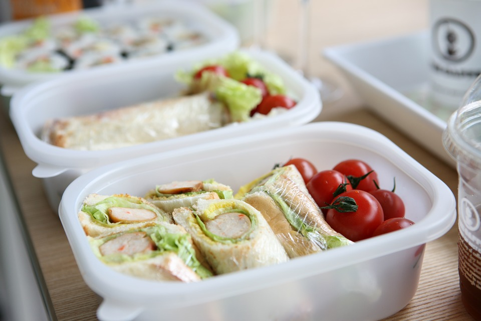 many people see packed lunches as healthier than eating at work