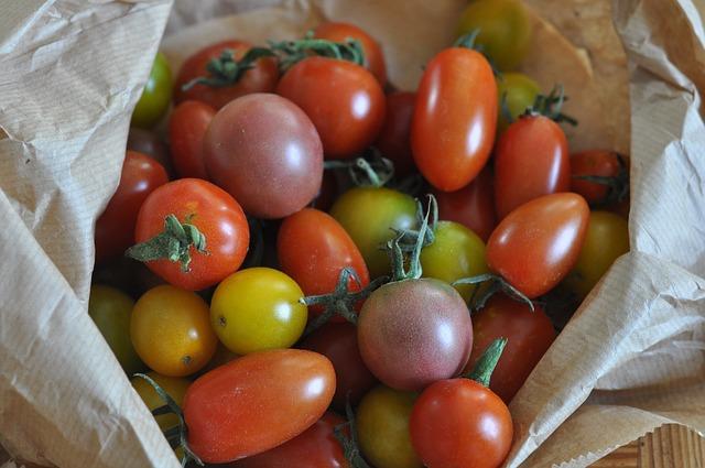 tomatoes-786227_640