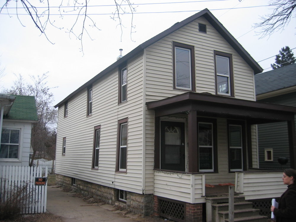371 Harriet St. - 4 bedroom 1 bathrented
