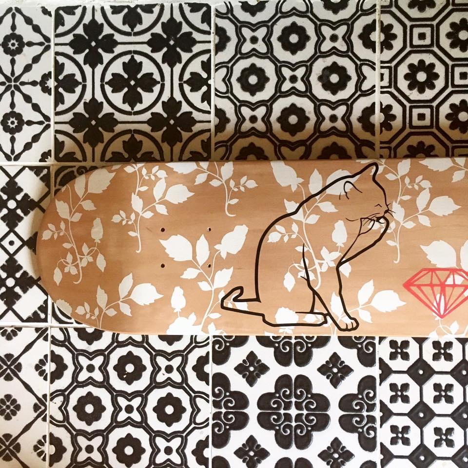 Le chat et le diamant - sur planche de skateboard en érable, fabriquée au Québec.