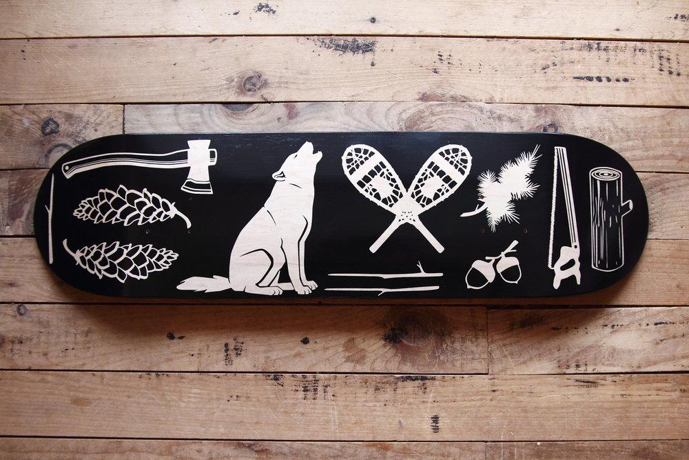 Skateboard Up North Wolf - Planche en érable fabriquée au Québec, peinturé à la main.
