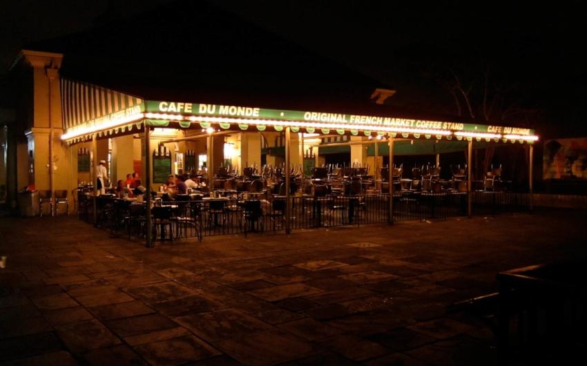 Cafe Du Monde at night