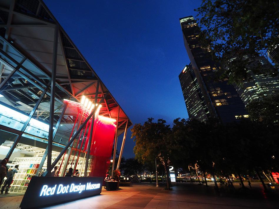 在滨海湾举办活动 - 博物馆位于滨海湾,新加坡最具标志性的位置。博物馆距水面仅数米之遥,坐落在美丽的海滨长廊上,犹如一座珠宝盒。
