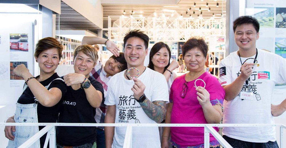 Waving Bracelet Weaving workshop by   Liu Xiao Feng, Hong Kong   Hawaiian Surfer Styled Waving Bracelet were crafted using hand weaving techniques. This 120 min workshop shared tips on hand knotted methods which enabled participants to create their very own unisex, layered and multi-strand waving bracelet.