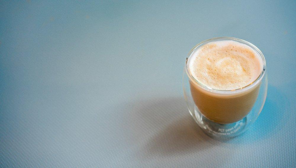咖啡厅 - 冷盘,香肠和当地咖啡