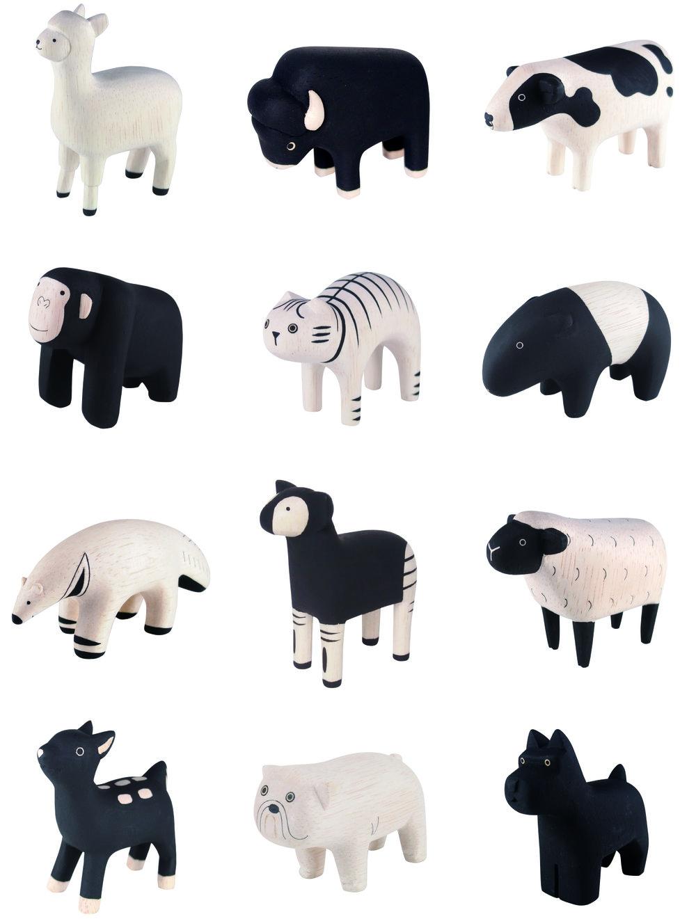 策展人:手工制作,经久耐用,质量一流。每个动物都有自己独特的表情,当一组动物被放在一起时,也能收获一种不同寻常的赏玩乐趣。 - 在平滑磨具的辅助下,原木被切割成大致的尺寸并进行风干。随后,工匠仅用砂纸对其进行手工塑型。因为每个动物都是手工制作和绘制的,它们都有着自己独特的表情。