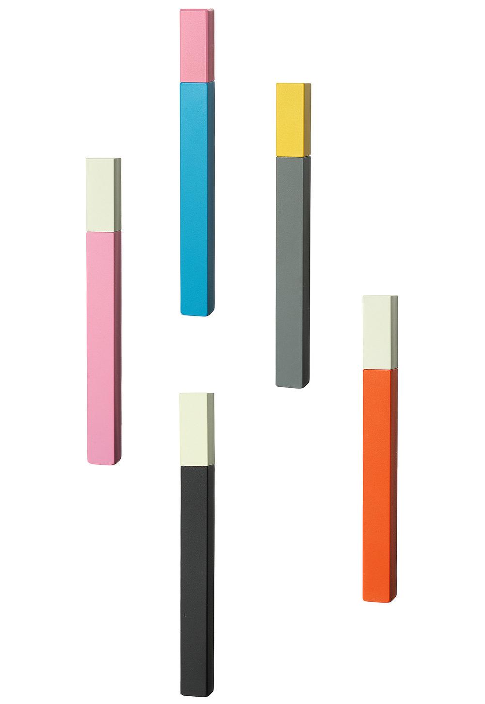 策展人:小巧、简约、缤纷的色彩组合让人爱不释手。 - 这是一款来自日本的、最富有想象力、制作精巧的打火机。它可以完美地装入任何小袋子或口袋中,是一款用于点燃蜡烛或熏香的时尚配件。