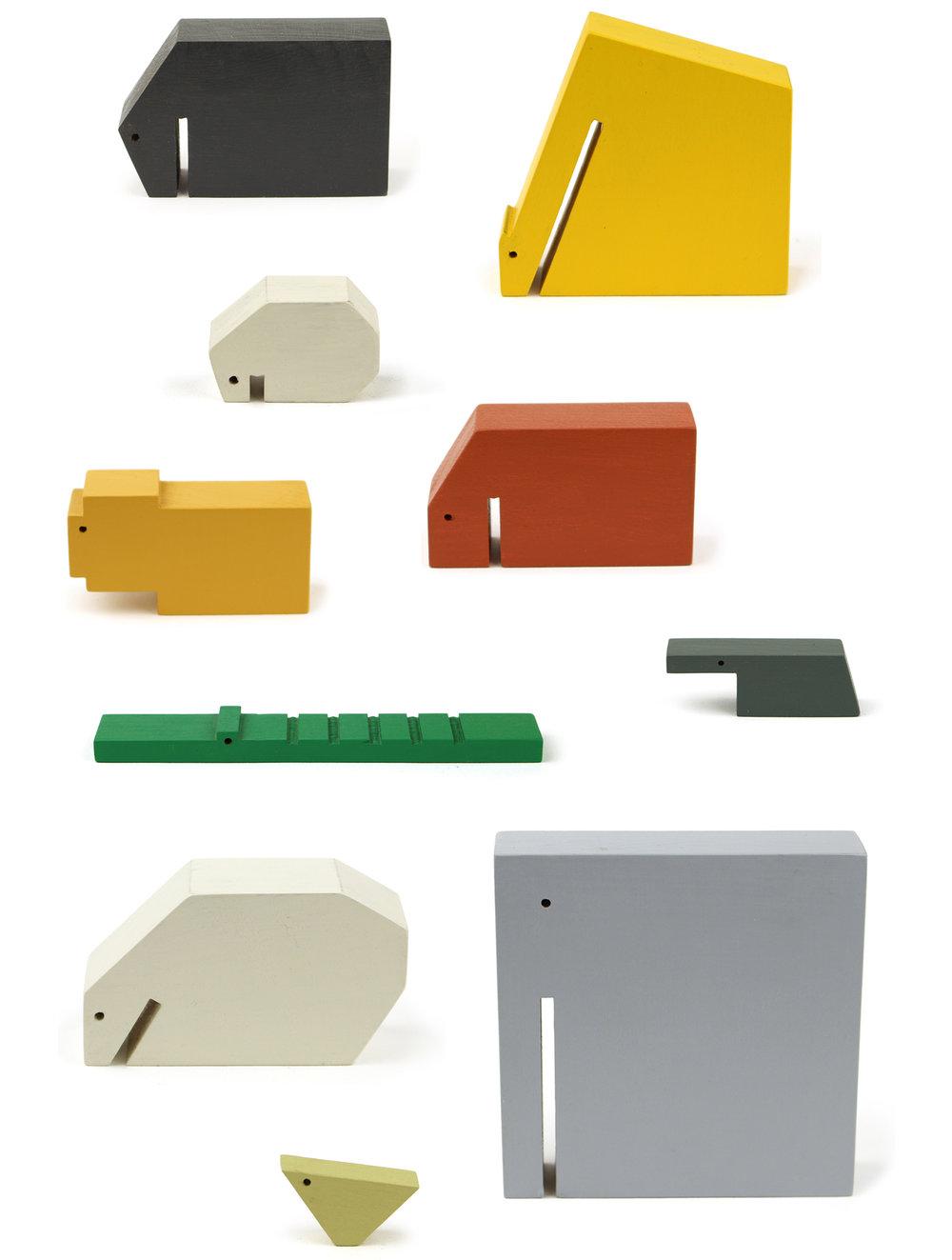 策展人:仅依靠轮廓和色彩便勾勒了动物的形象,减少了纷繁复杂的细节,让您可以尽情发挥想象力,丰富它们的使用场景。 - 荷兰设计师Floris Hovers设计了这一系列的木制动物饰品。动物的形态回归至简,颜色和形状的巧妙融合,共同构成了设计师标志性的风格。