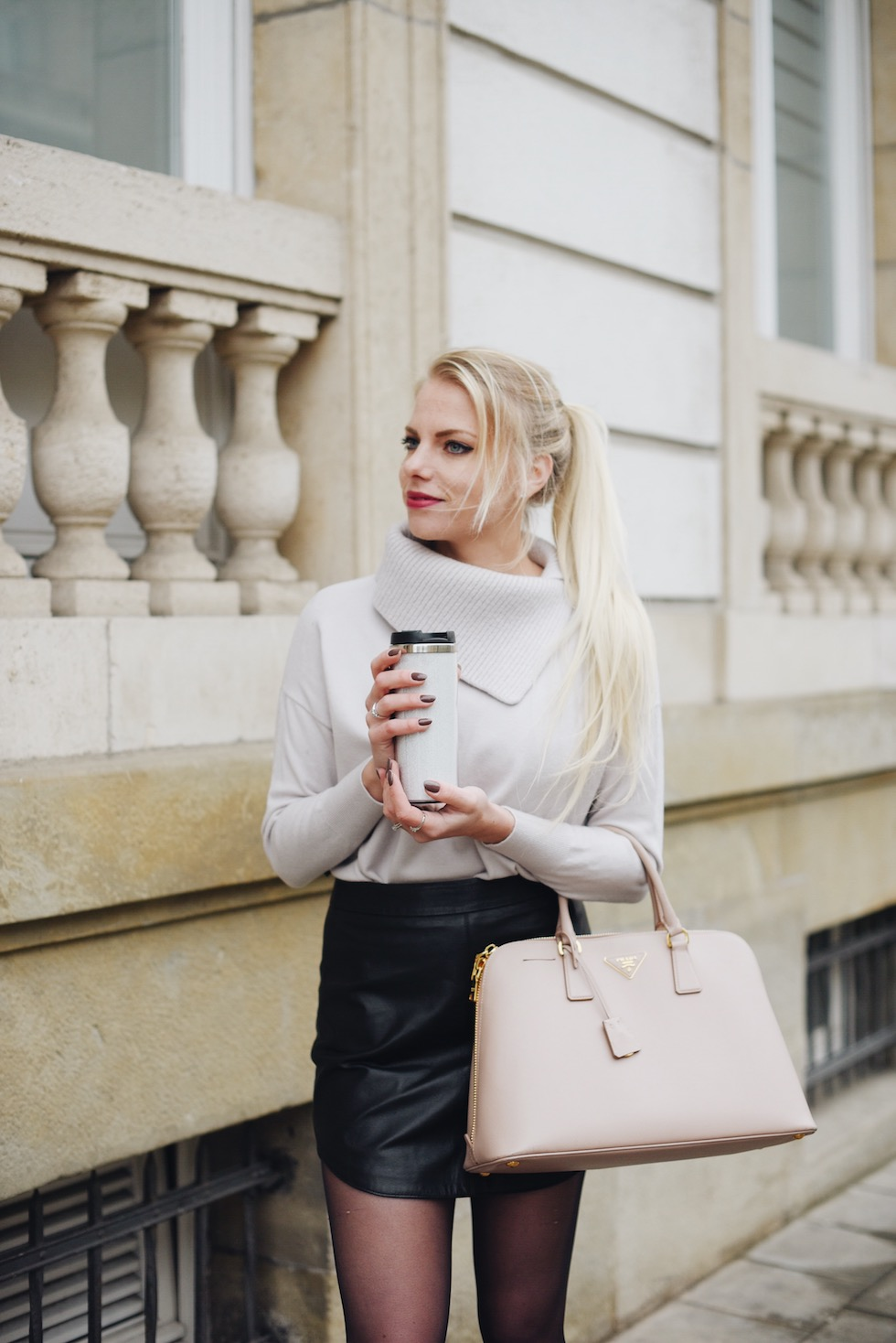 work-wear-for-winter-blogger-luxembourg-fashion-streetstyle-revolve-clothing-karen-millen-sweater-seaside-shoes.jpg