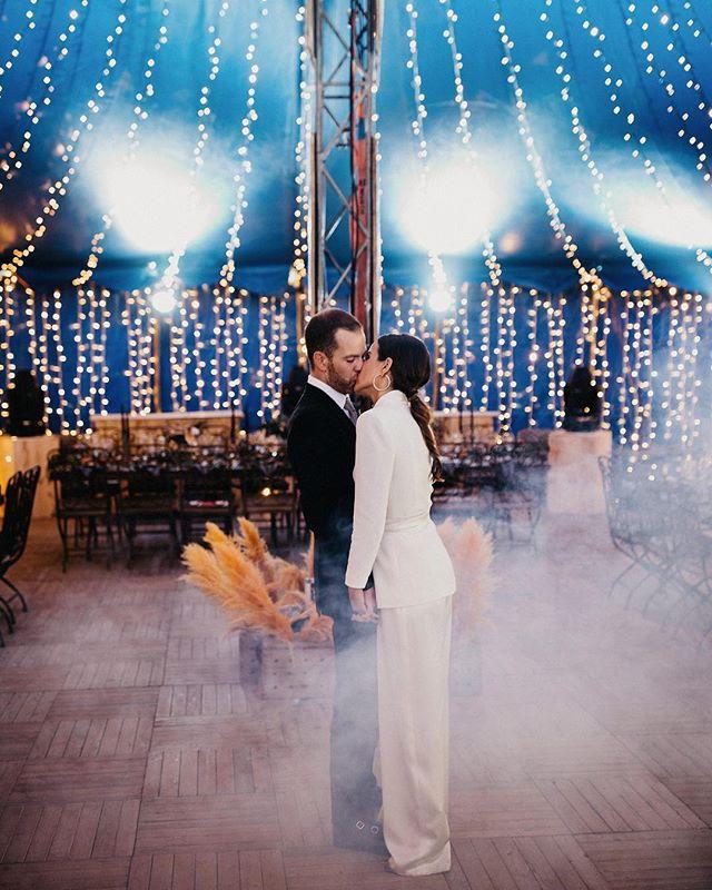 Esta temporada solo acaba de empezar y me muero de ganas de adentrarme en ella y poder contar todas las historia. De verdad que amo mi trabajo ♥️ #circuswedding #love #wedding #photographer #sigma2470art @sigmaphotospain