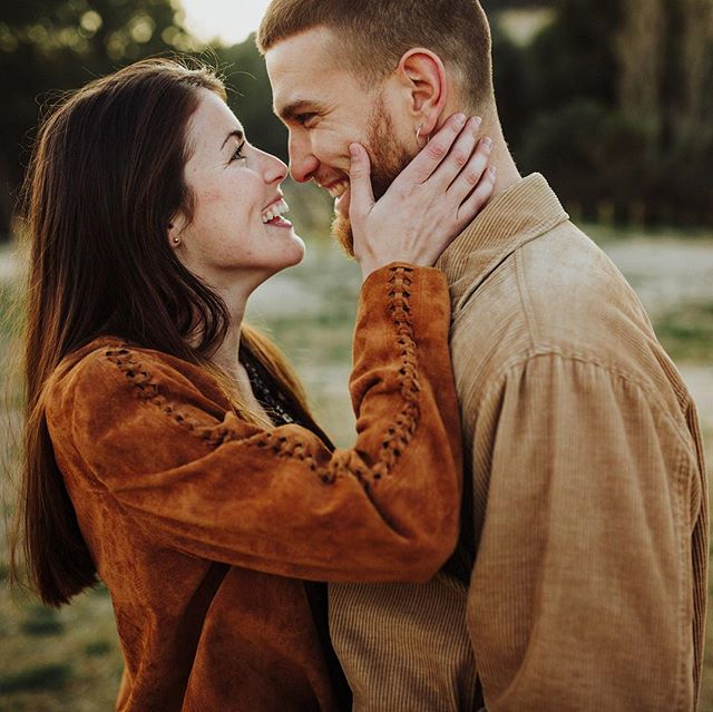 Esta semana tiene una pinta tremenda! @kristel.aragon y un servidor, arrancamos #labuhardilla con unas ganas tremendas! 🤩🤩 #engagement #couple #love #sigma35mmart @sigmaphotospain