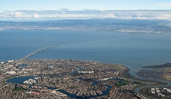San Mateo-Hayward Bridge. Photo by calbookaddict via  Wikimedia Commons .