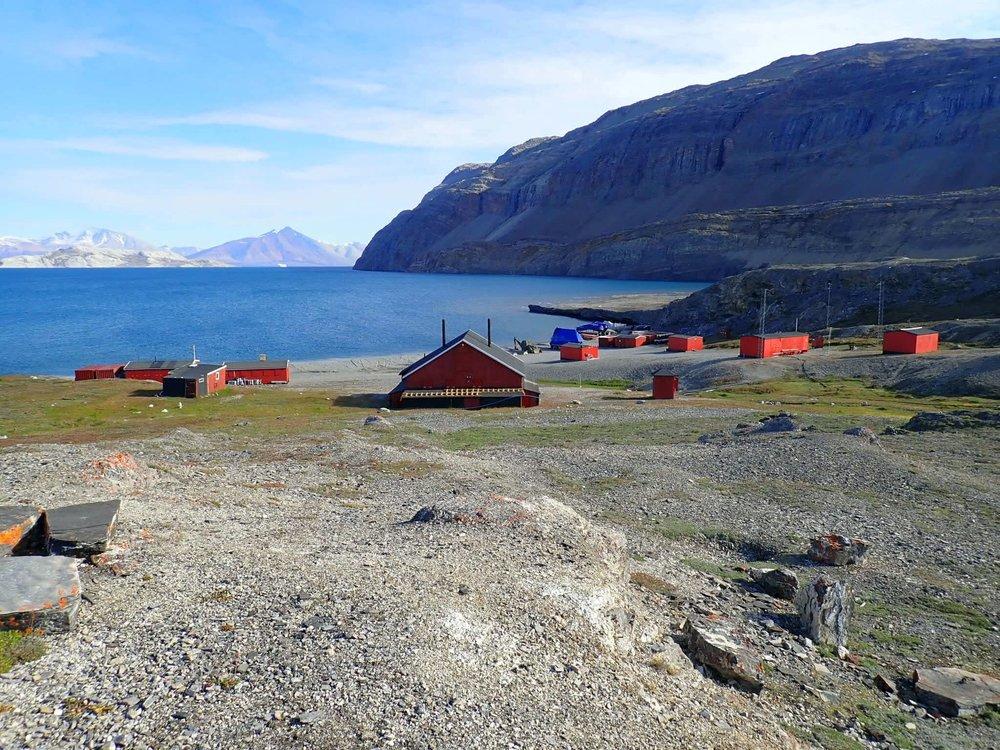 The Sirius Patrol camp at Ella Ø. Nice. Very nice.