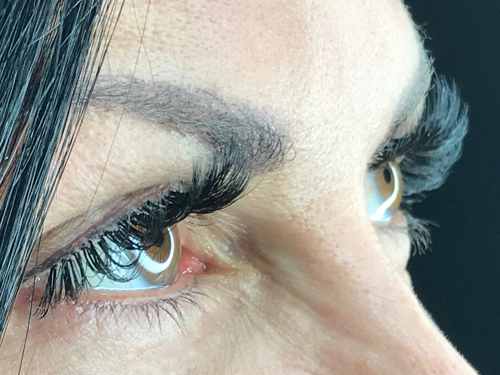 Artistic Volume Lashes    Alma Valladares - Owner / Trainer
