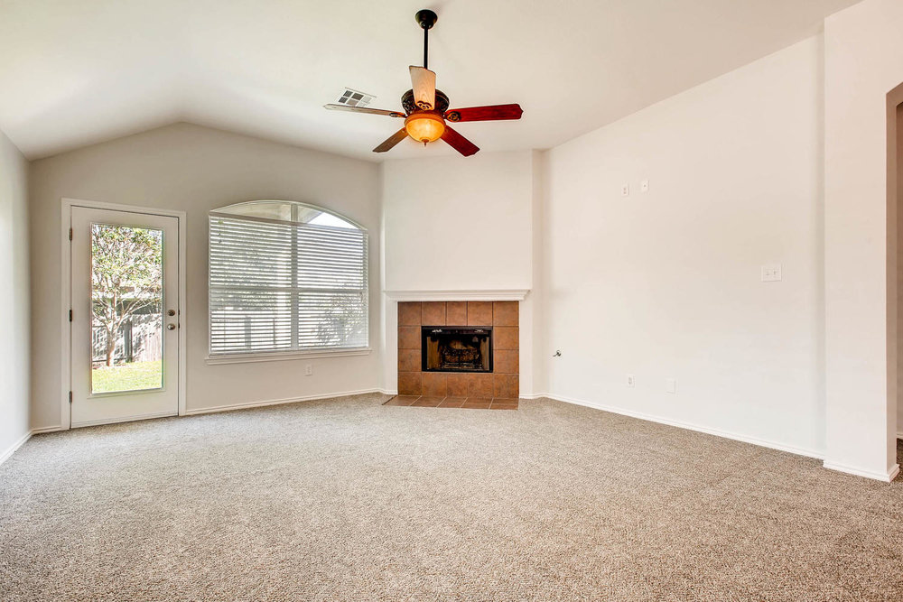 1723 Fallen Leaf LN Round Rock-large-002-1-Living Room-1500x1000-72dpi.jpg