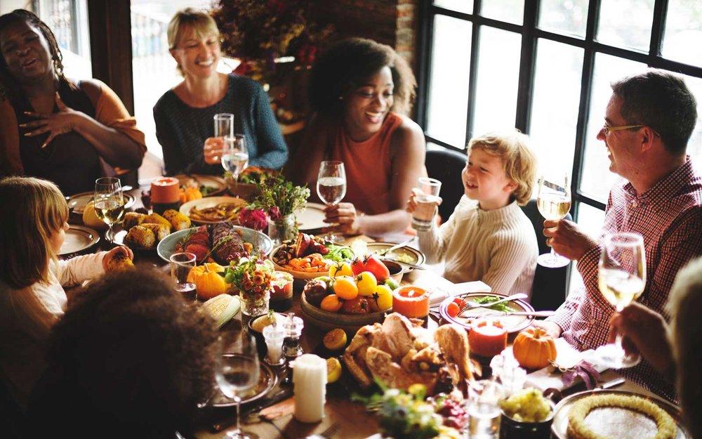 thanksgiving-family-dinner-SURVIVE1116.jpg