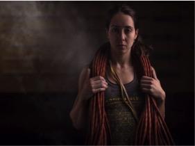 Fernanda González   Escaladora y psicóloga infantil de CDMX. Cree en el balance, el reto, la aventura y el crecimiento personal. Se enfoca en escalada deportiva y participa en competencias de boulder. Su área de escalada favorita es Ixcatán, Jalisco.