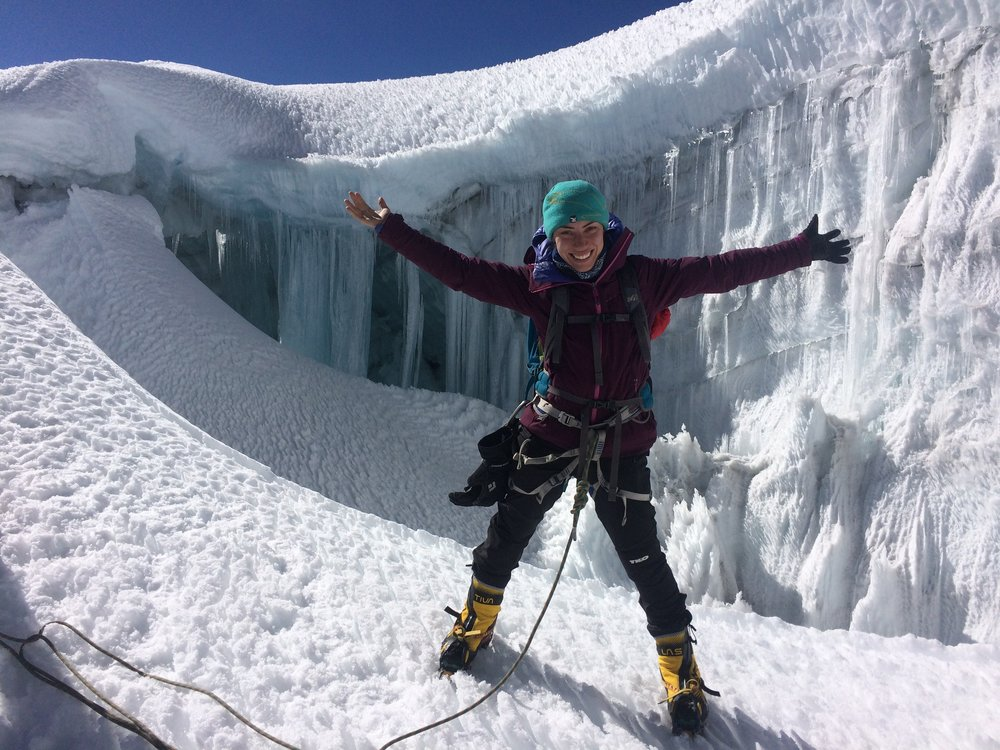 Francesca Cesario   Estudiante de Ingeniera en audio y emprendedora viviendo en Monterrey. Practica escalada deportiva y alpinismo, y trabaja como guía de cañonismo y alta montaña. Busca inspirar a nuevas generaciones a crear una cultura  outdoors  responsable. Su área de escalda favorita es la Huasteca