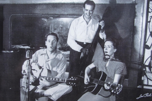 Les Paul (left) performs at Club 400.