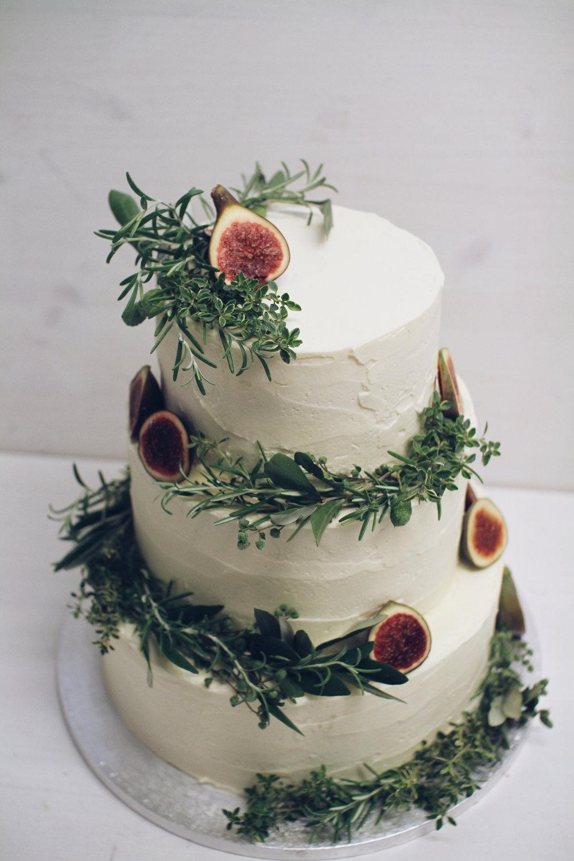 Copy of Naravna torta z zelenjem in figami.