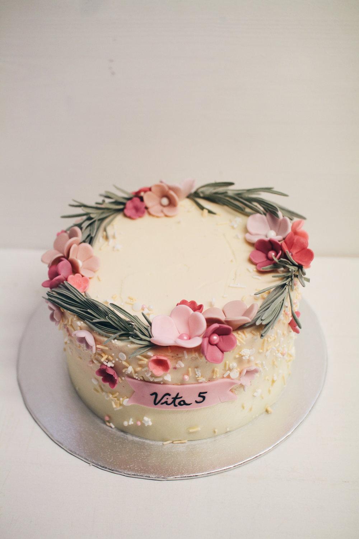 Pomladna otroška torta.