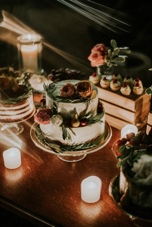 Naravna poročna torta.